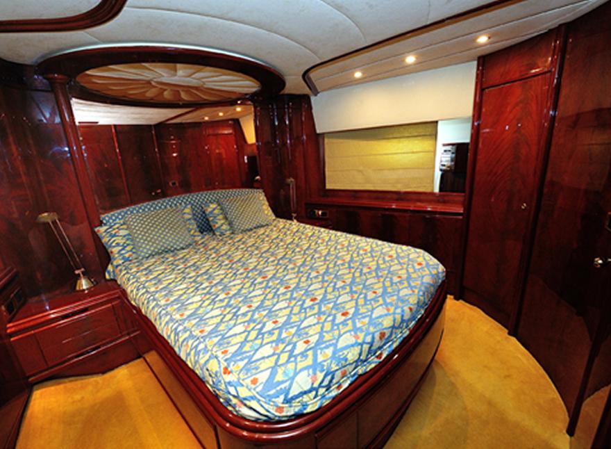 Crociere barche a motore di lusso astondoa 72 noleggio for Noleggio cabina di steamboat