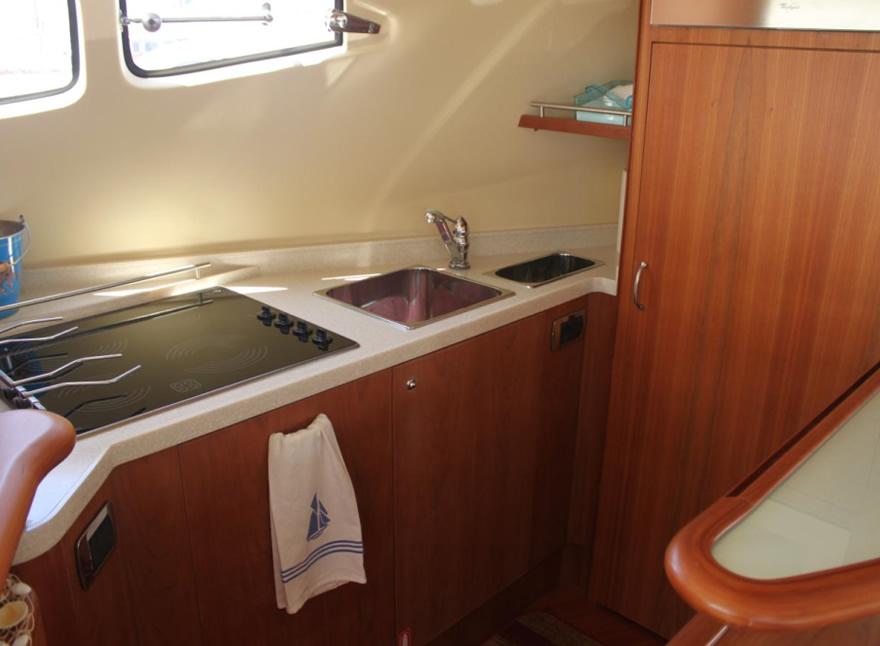 Crociere barche a motore di lusso aicon 56 noleggio for Cabine invernali di lusso