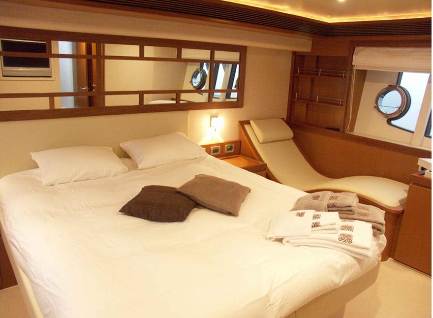 Crociere barche a motore di lusso ferretti 630 noleggio for Noleggio cabina di steamboat