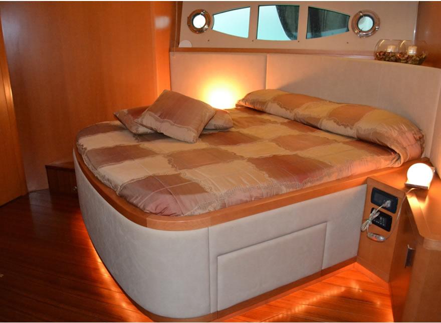 Crociere barche a motore di lusso uniesse 65 noleggio for Noleggio cabina di steamboat