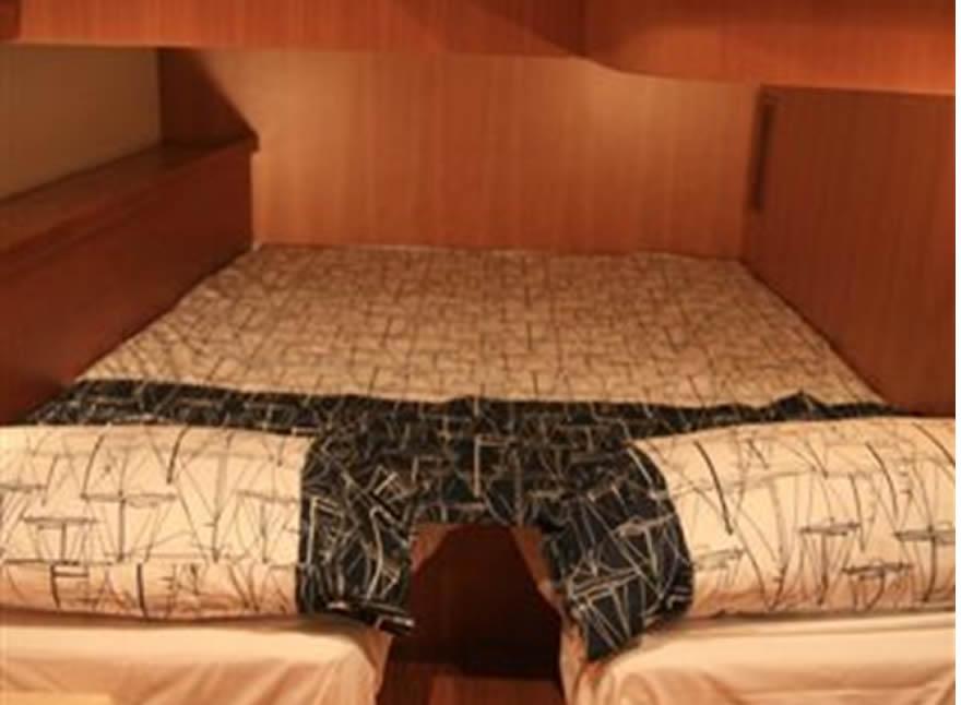 Noleggio barche a vela di lusso comet 62 vacanza sicilia for Noleggio cabina di steamboat