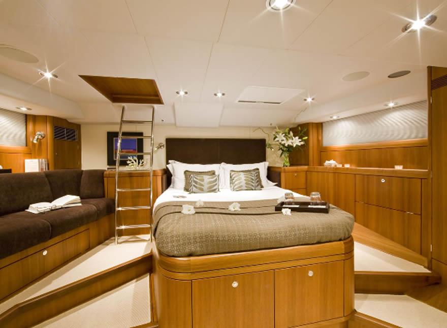 Noleggio barche a vela di lusso oyster 72 vacanza for Noleggio cabina di steamboat