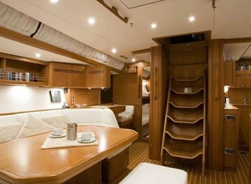 Interni barche di lusso anassa un catamarano di lusso for Interni di lusso